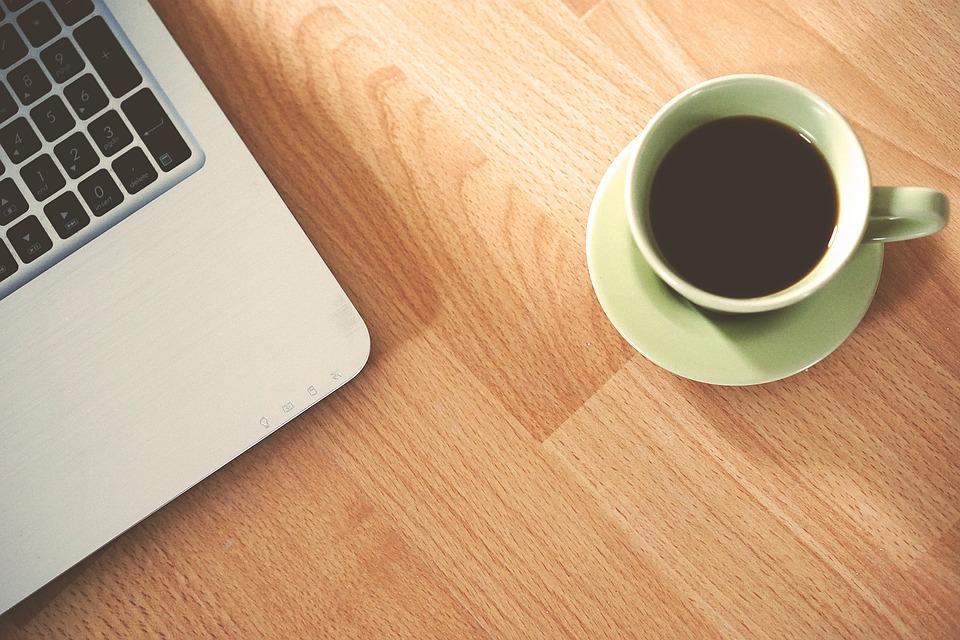 fototapeta kawa na biurku